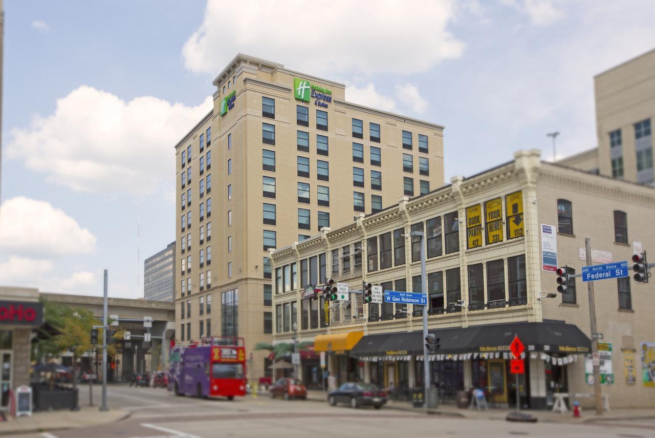 Holiday Inn Express & Suites Pittsburgh North Shore in Senator Inn &amp