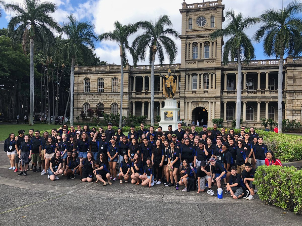 "We Are Tr Hs On Twitter: ""tr Band At King Kamehameha Statue with King Kamehameha 3 School"